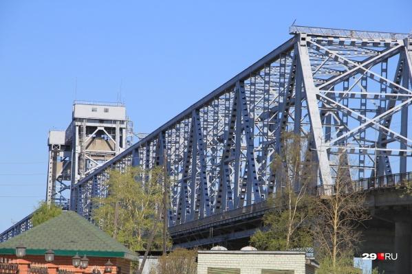 Ремонт моста не заканчивается, автомобилистов просят быть внимательными