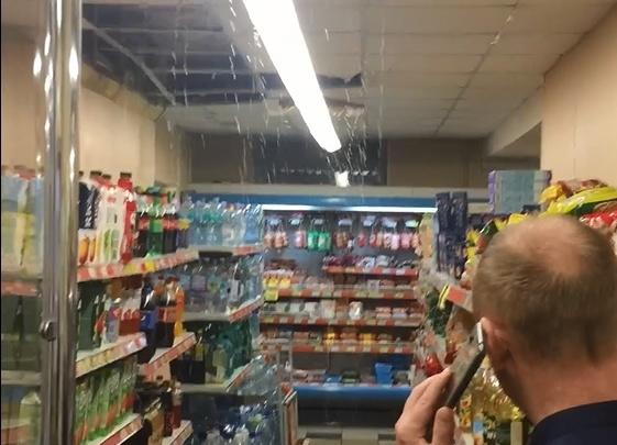 «Пельмешки спасайте»: в Ярославле залило супермаркет. Видео