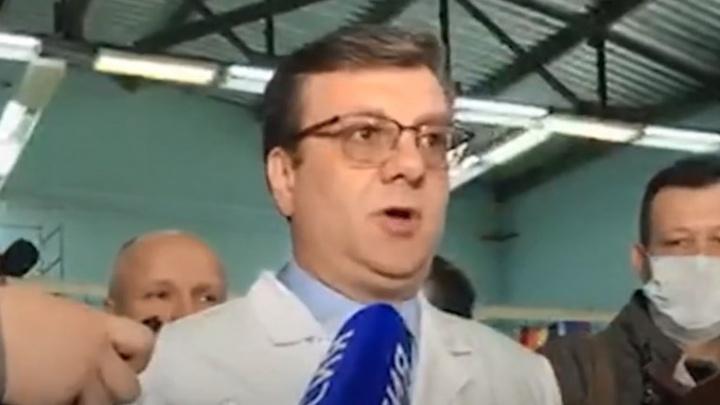 «У нас есть пять рабочих диагнозов»: главврач БСМП-1 рассказал о состоянии Навального