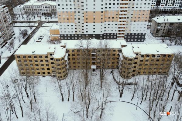 Общежитие в стиле конструктивизма было построено в 1934 году