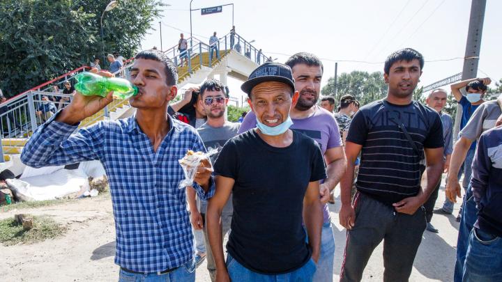 Мало денег, еды и терпения: показываем, как выглядит палаточный лагерь граждан Узбекистана в Ростове