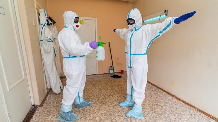 «Приближается сход с плато заболеваемости»: врачи рассказали, когда Екатеринбург победит коронавирус