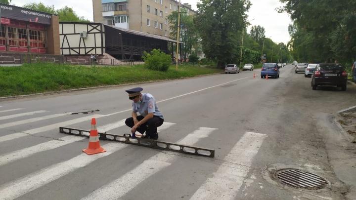 В Свердловской области 54-летняя женщина за рулем Matiz несколько метров протащила на капоте ребенка