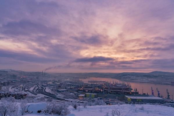 Судно вело рыболовный промысел, принадлежит рыболовецкому колхозу&nbsp;им. М. И. Калинина, порт приписки — Мурманск<br>