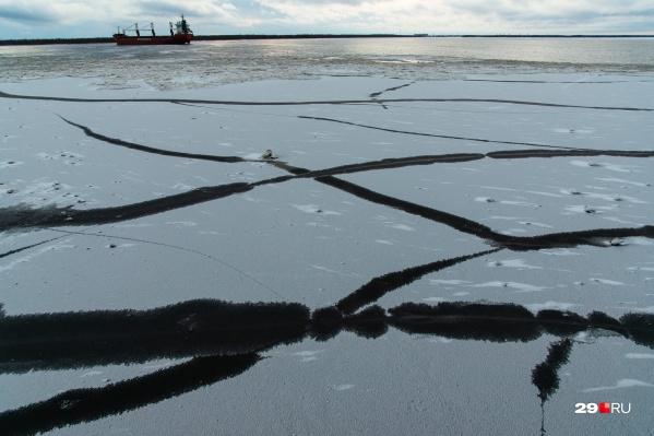 Северная Двина ещё не покрылась достаточно крепким льдом