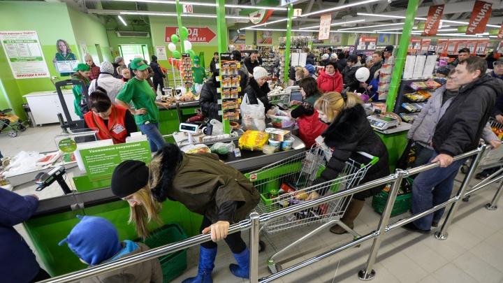 «Охранник выхватил сумку и начал в ней рыться»: на Урале покупательница подала в суд на магазин за незаконный досмотр