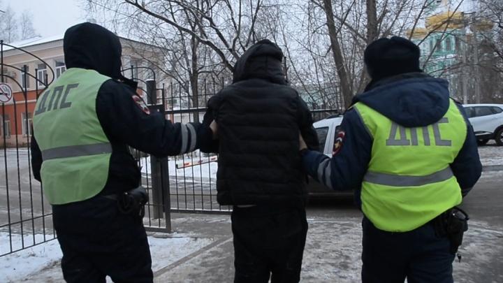 В Перми ГИБДД задержала пьяного водителя. Он пять раз был судим за вождение в нетрезвом виде