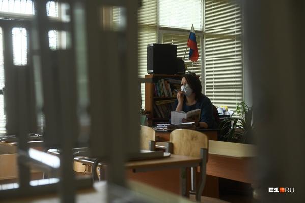 В Свердловской области закрыты 621 класс в школах и 121 группа в детских садах