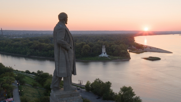 В Волгограде у памятника Ленину утонули мужчина и женщина