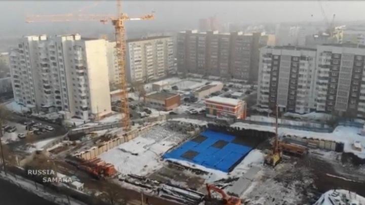 Самарец показал площадку, где начали строить 32-этажные дома, с высоты птичьего полета