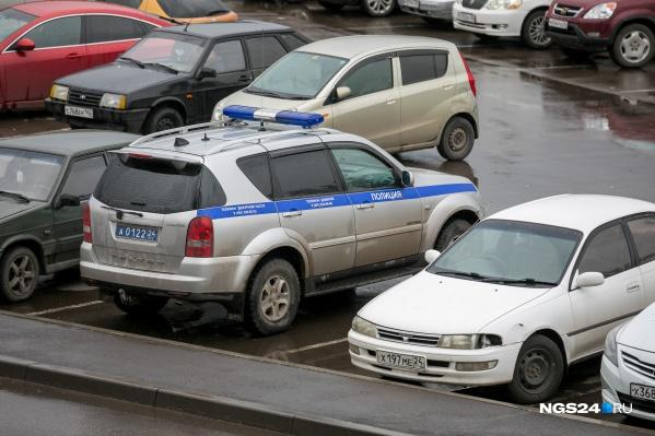 Шины машинам прокололи на парковке возле кинотеатра «Эпицентр»