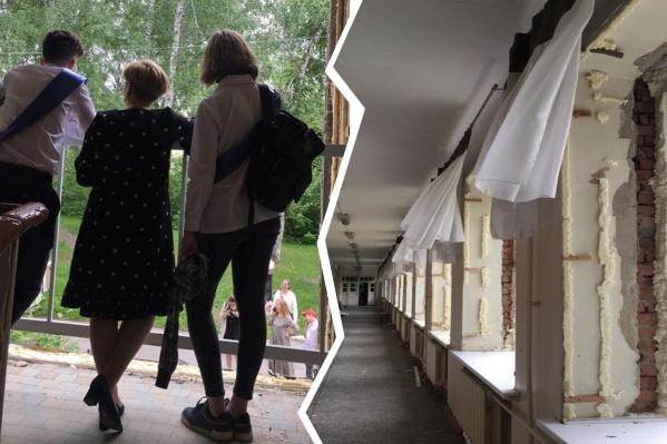 Школу демонтируют на следующей неделе — выпускники приходят, чтобы попрощаться со старым зданием