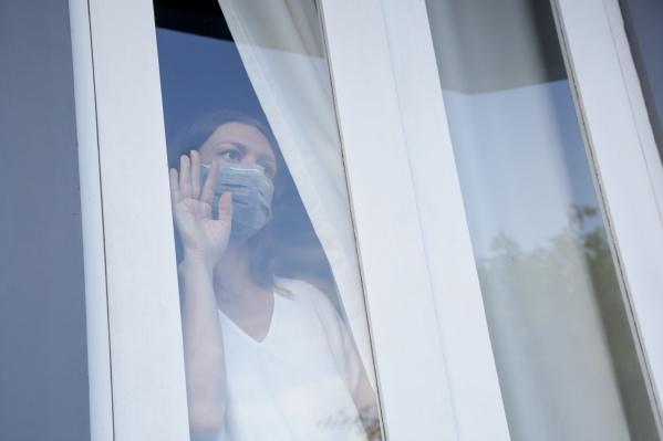 Чтобы остановить заразу, челябинцы стараются соблюдать меры профилактики, однако если вирус окажется хитрее, придется «выпасть из жизни» как минимум на две недели