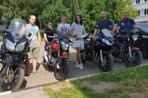 Мотоциклисты отблагодарили девушку за спасение друга