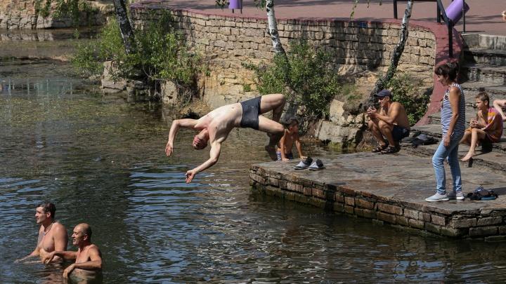 Ели, плыли, отжимались. Как отметили День ВДВ в Челябинске — смотрим в 30 фото