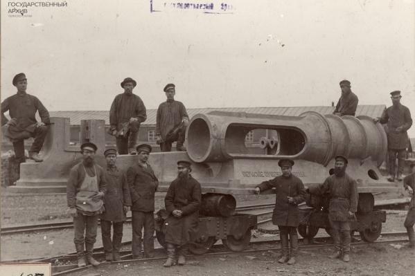 Рабочие Пермских пушечных заводов (сегодня — Мотовилихинские заводы) в начале ХХ века