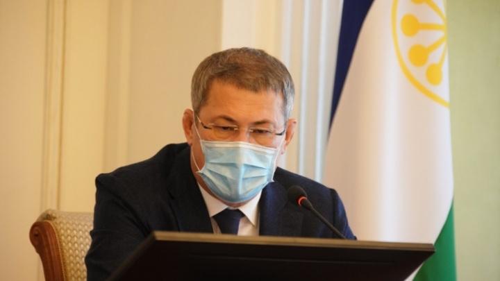 «Я не обращаю внимания на фейки»: Радий Хабиров прокомментировал количество жалоб от медиков