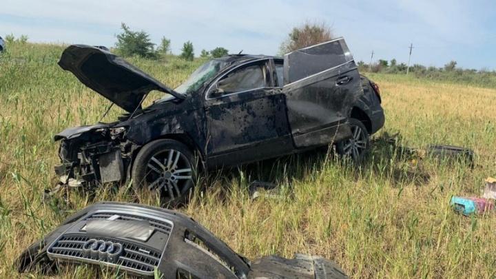Под Волгоградом водитель разбил дорогую иномарку и отправил в больницу 7-летнюю девочку