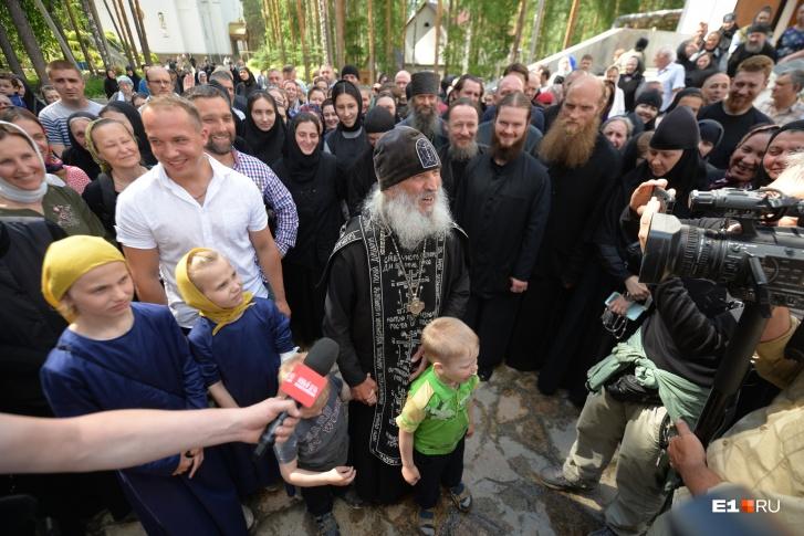Отец Сергий за время своего служения в церкви собрал вокруг себя верных соратников