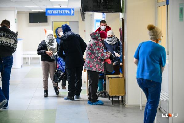В области уже две недели регистрируется больше 300 случаев коронавируса в день