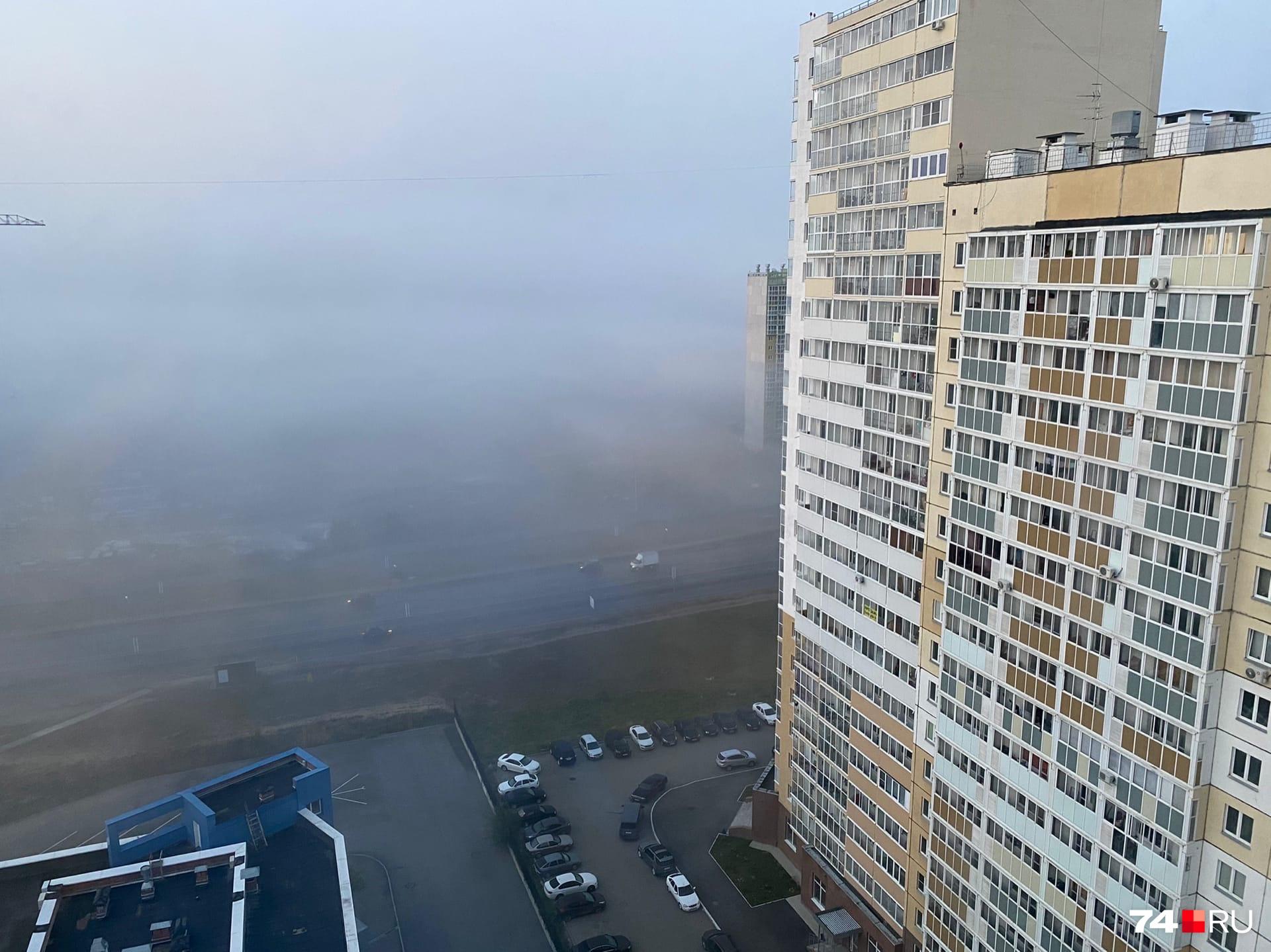 В городе тоже с утра сегодня было ничего не видно. Это Университетская Набережная, рядом река Миасс<br><br>