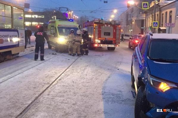 В аварии серьезно пострадал мужчина, который стоял на остановке