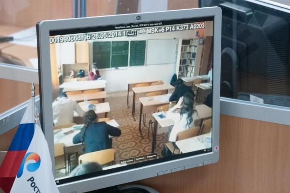 За выпускниками, сдающими ЕГЭ, следят камеры