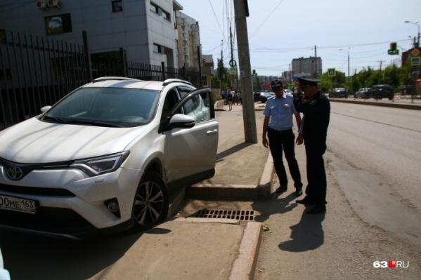 В момент ДТП Toyota выехала на тротуар, где сбила человека