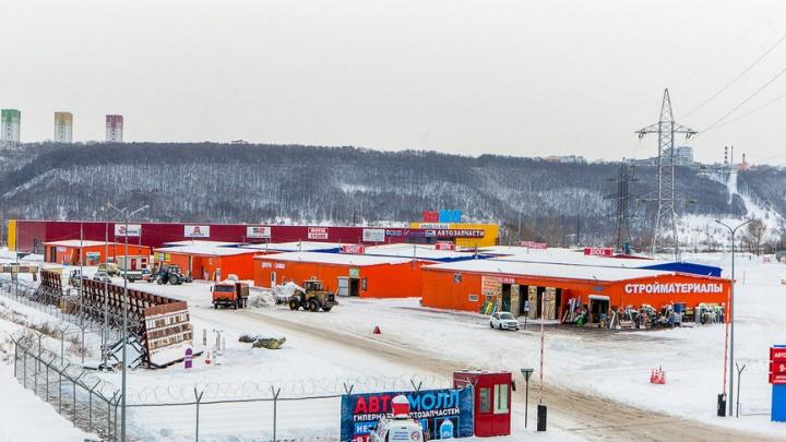 Часть павильонов комплекса «АвтоМОЛЛ» на Карповке могут снести по требованию энергетиков