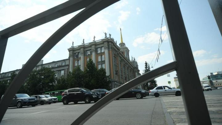 «Беспощадная заборизация»: мэрия установила еще несколько десятков метров ограждений на Ленина — 8 Марта