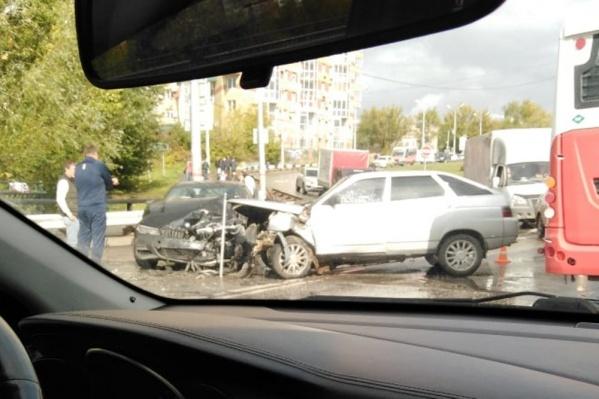 У автомобилей серьезные повреждения