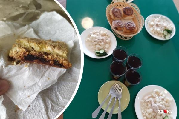 Родителям не понравились черствый пирог и некрасиво разложенная еда. Но это не все претензии