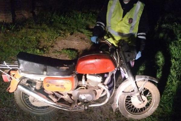 Мотоцикл «Восход» подросток собрал в гараже и решил протестировать