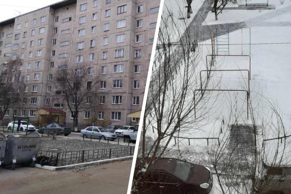 Жители многоэтажки решили залить каток во дворе дома, но долго он не простоял