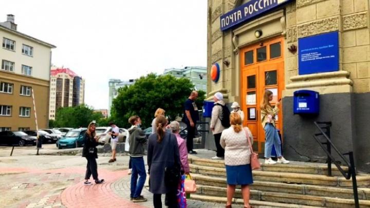 8 опасных очередей в Новосибирске, которым всё равно на пандемию — и это хлеще, чем в СССР