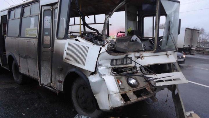 Прокуратура области начала проверку после ДТП с двумя автобусами у Краснофлотского моста