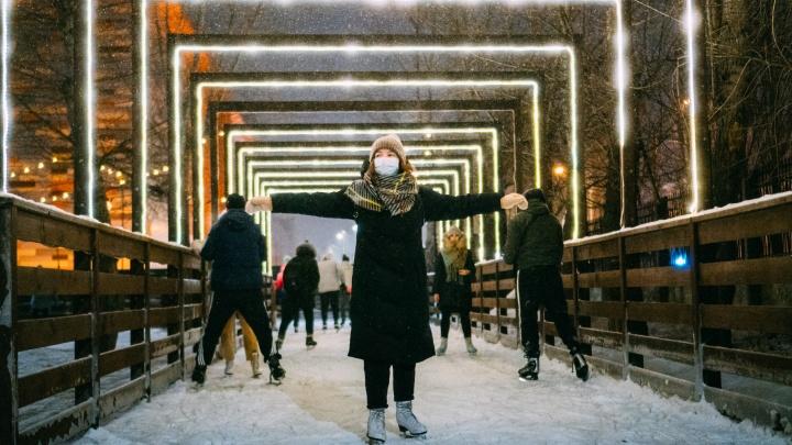 Мишки-поводыри, лед и световые арки: тестируем четыре омских катка