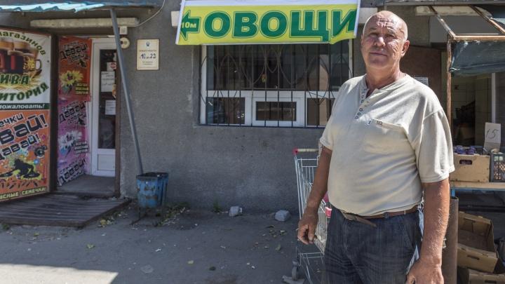 «Месть за непослушание и непокорность»: в Волгограде казачий атаман воюет за торговые ларьки