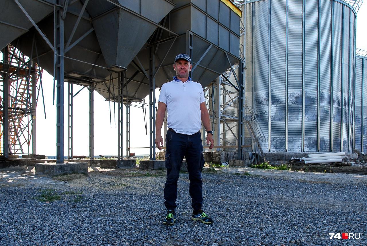 В будущем добавятся ещё пять бункеров для зерна: Денис говорит, что это колоссально облегчит жизнь