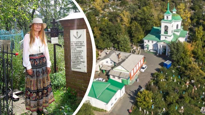 «Лучше всего было в 90-е»: женщина 30 лет живет на Троицком кладбище и пишет книги про историю Красноярска