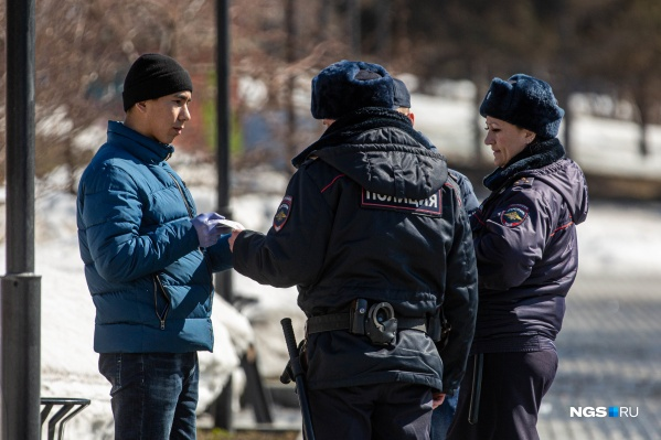 Пока протоколы на нарушителей составляли только полицейские