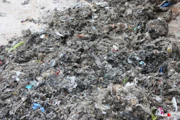 Курганцы продолжают засорять канализацию бытовым мусором