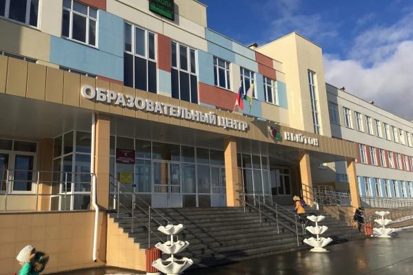 Проблема с переводом на дистант возникла в самой большой школе Челябинска