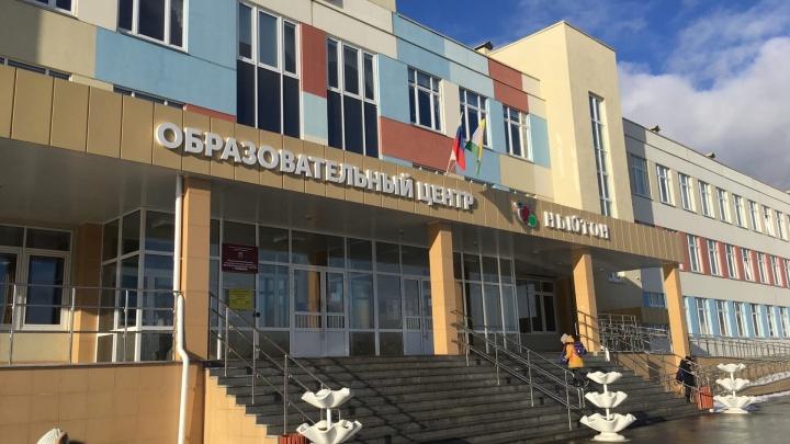 «Угрожают отчислением»: родители первоклассника из челябинской школы не могут перевести сына на дистант