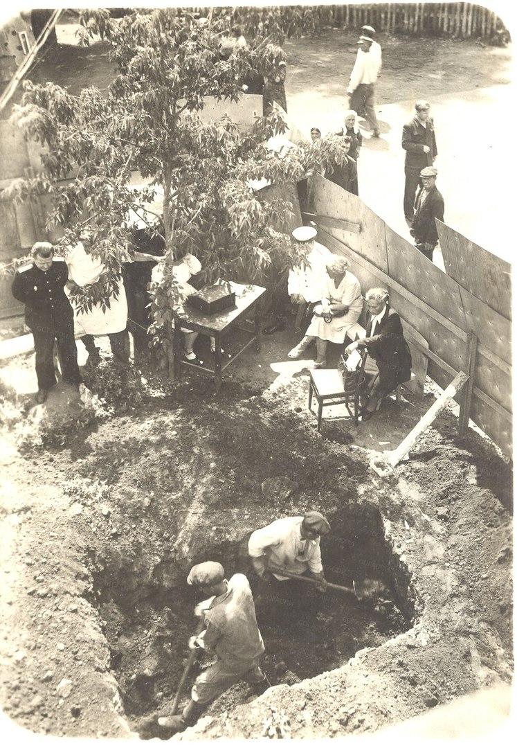 Найти место захоронения героя гражданской войны помог куйбышевский рабочий Ферапонтов. В 1919 году ему было 12 лет и он помогал кладбищенскому работнику рыть могилу