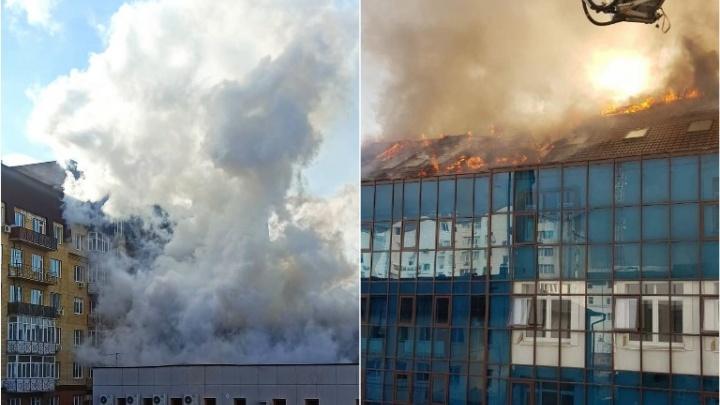 В МЧС назвали причину пожара в офисном здании на Урицкого