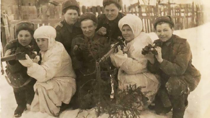 Здесь было место и подвигу, и любовному роману: 12 историй о том, какой была военная молодежь
