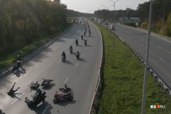 В колонне столкнулись три мотоцикла