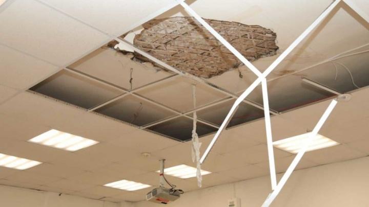 Следком возбудил уголовное дело из-за падения части потолка на детей в архангельской школе