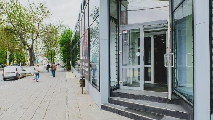 Власти разрешили открыться большим магазинам и думают о возобновлении работы поликлиник